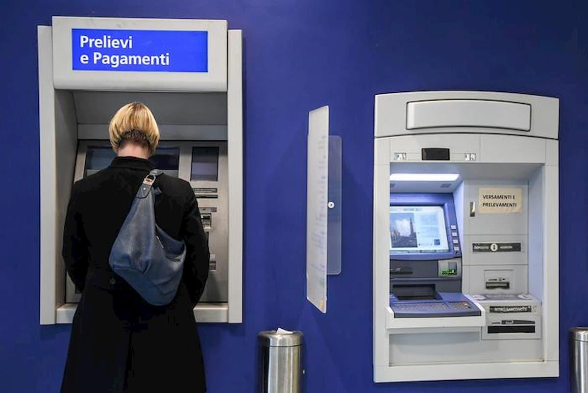 Piano Colao: una tassa sul bancomat? Guerra al contante fino all'anticipo fiscale sui prelievi
