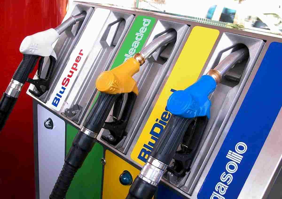 Benzina risale a 1,4 euro al litro: dopo il lockdown prezzo torna su