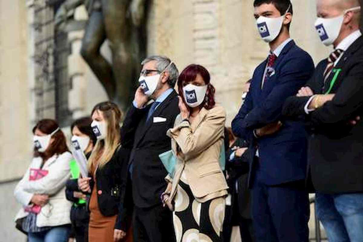 """Bergamo, 50 in fila alla Procura: """"E' il Denuncia Day, così abbiamo perso nostri cari per coronavirus"""""""