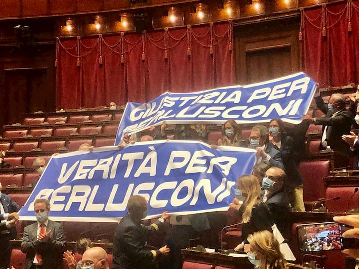 """Giudice del processo Mediaset: """"Contro Berlusconi plotone d'esecuzione"""". Forza Italia chiede una inchiesta"""
