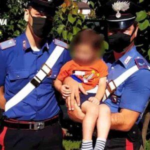 San Felice sul Panaro, bimbo di 3 anni esce di casa di notte e si perde: soccorso dai carabinieri