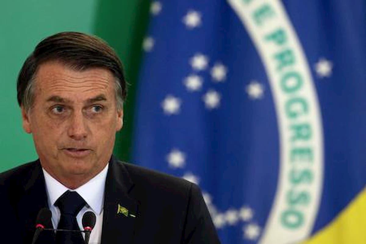 """Bolsonaro annuncia: """"Non farò vaccino contro Covid, è un mio diritto"""""""