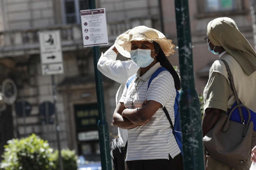 Allerta caldo a Brescia, Bologna e Perugia. Fino a 36 gradi, e con la mascherina...