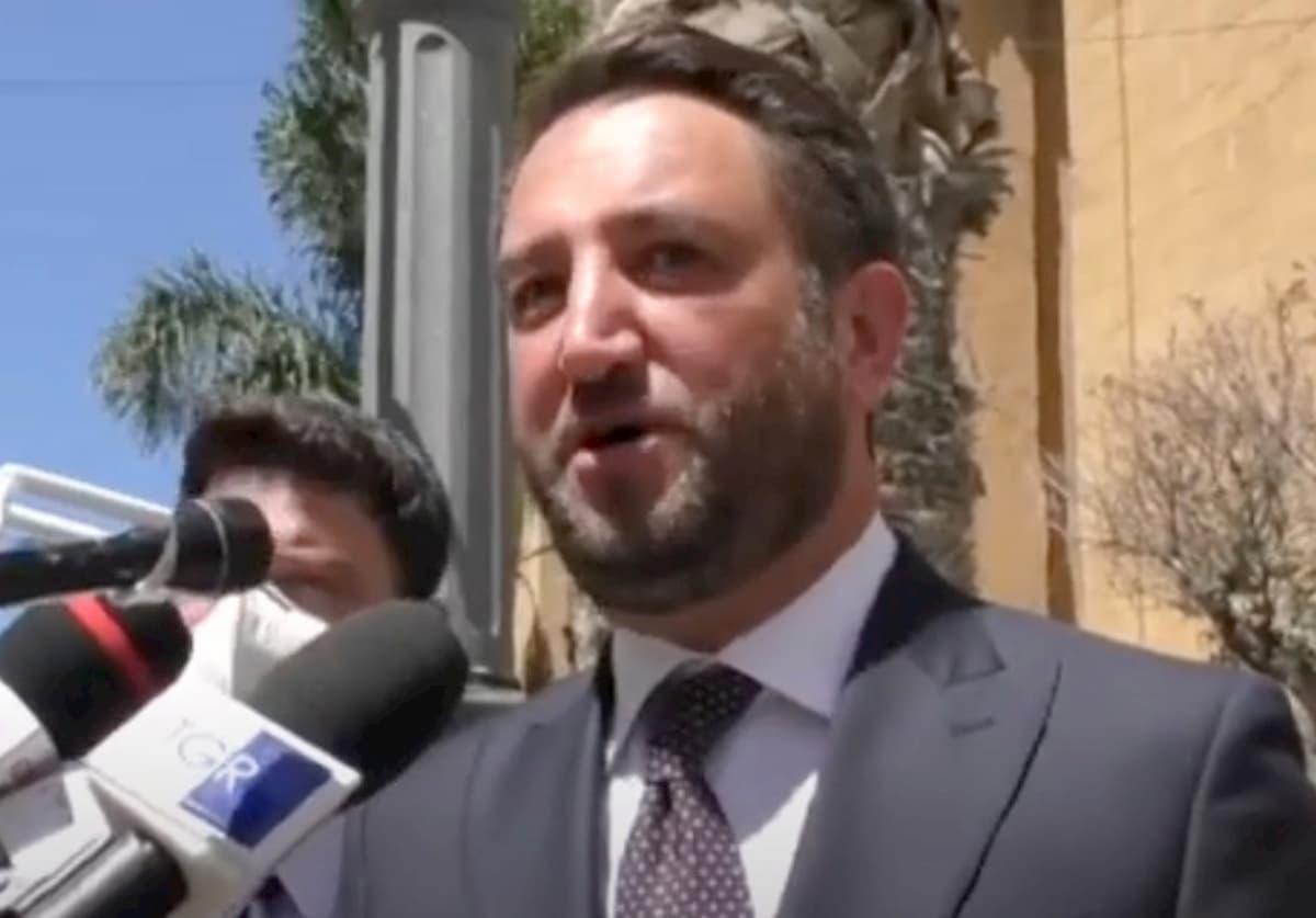 Gaffe di Giancarlo Cancelleri a Porto Empedocle: scambia la Moby Zazà dei migranti per nave da crociera