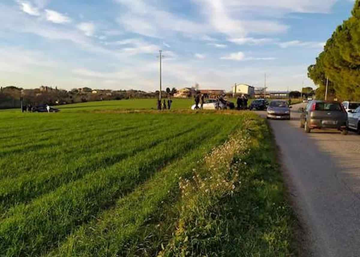 Campana, 34enne ucciso con colpi di fucile mentre era in auto