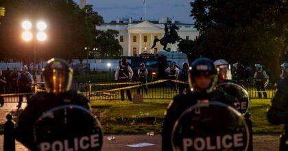 Il muro di Trump: blinda la Casa Bianca (non il confine col Messico). E Twitter gli disattiva il video
