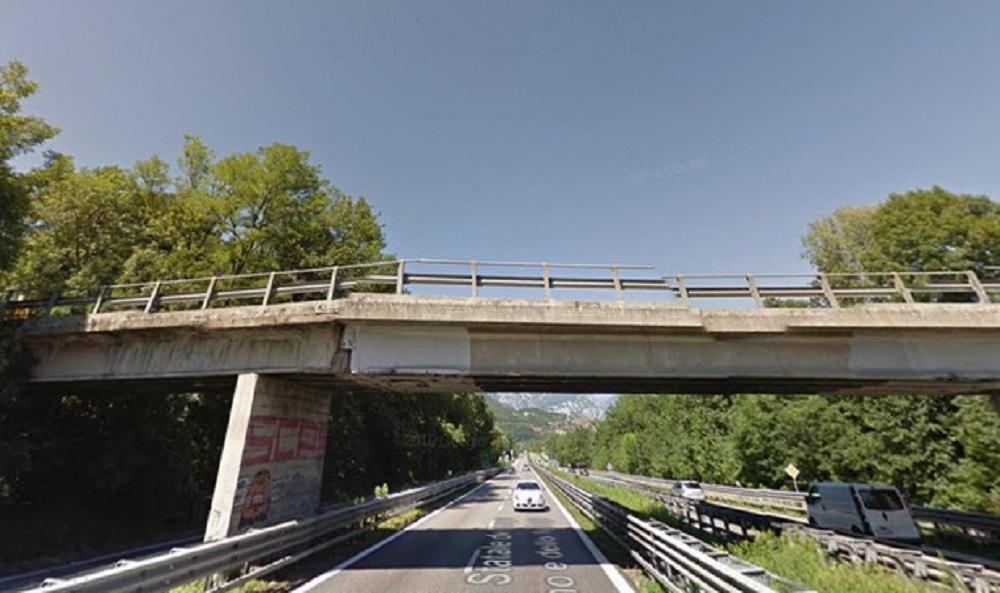 A12 Roma-Civitavecchia, calcinacci si staccano da un cavalcavia