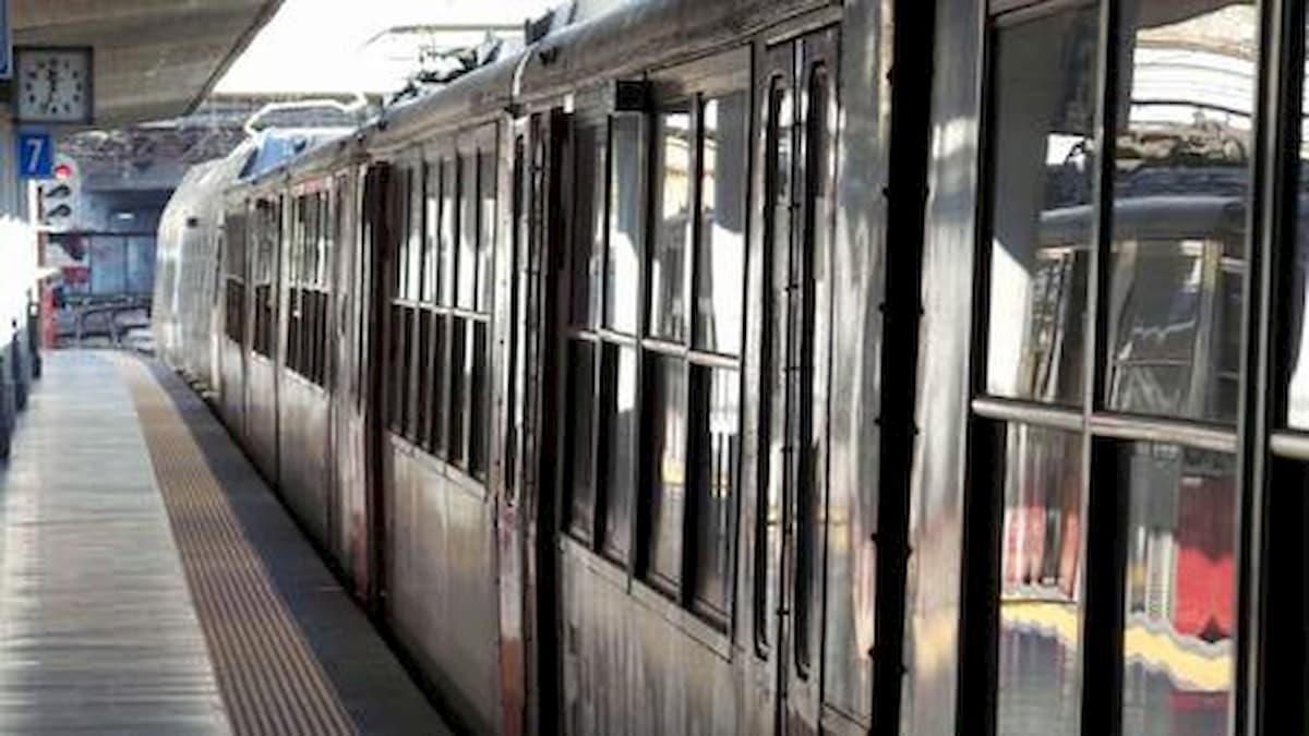 A Casale di Sperone (Avellino) un treno della Circumvesuviana ha travolto una auto