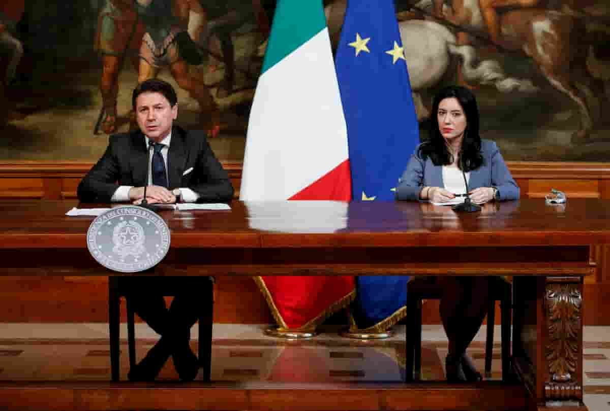 Scampia (Napoli), la scuola non è in un appartamento. Conte e Azzolina, prima la gaffe poi le scuse