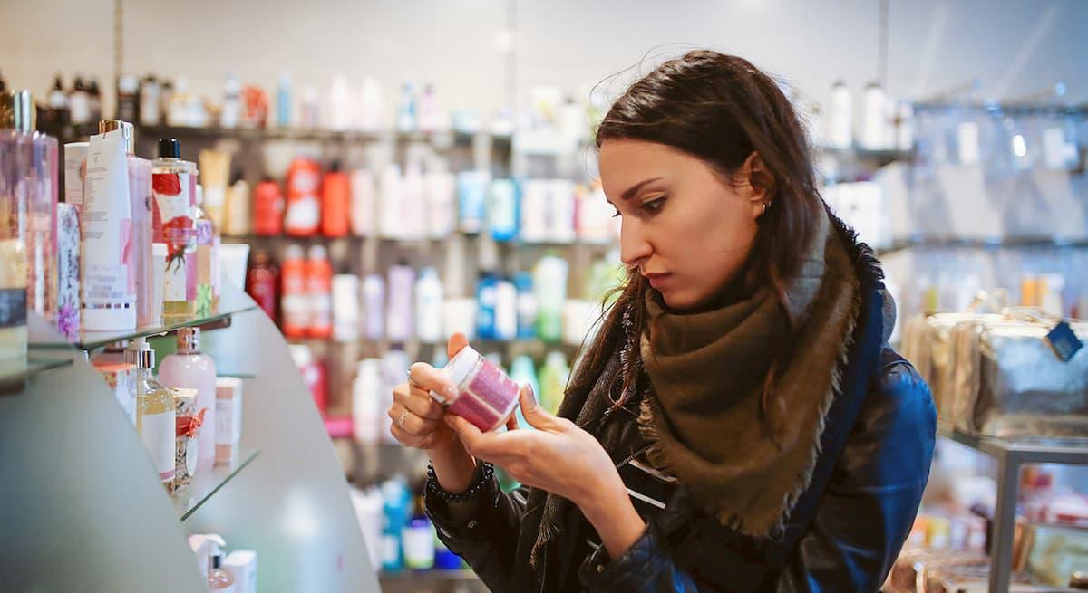 Cosmetici e prodotti per la cura della persona i più contraffatti in Italia. Con rischi per la salute