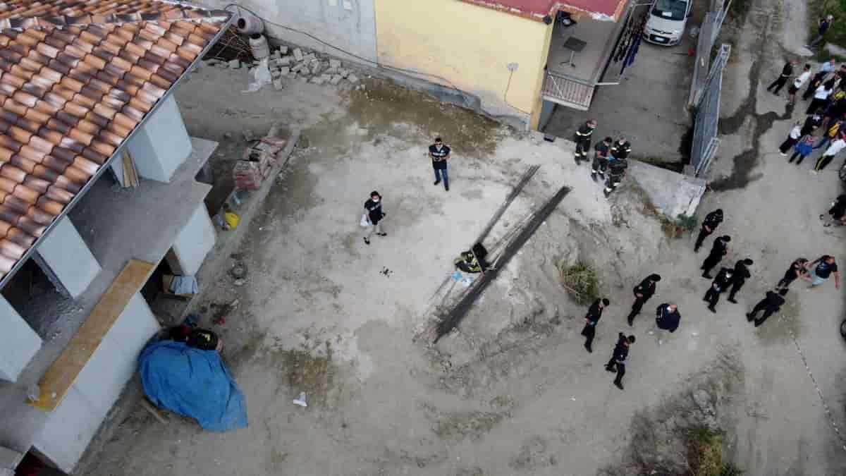 Napoli Pianura, crollo in un edificio a Pianura: 2 operai morti, 2 estratti vivi