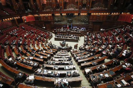 Parlamento off limits ai cronisti relegati in sala stampa: non devono sentire