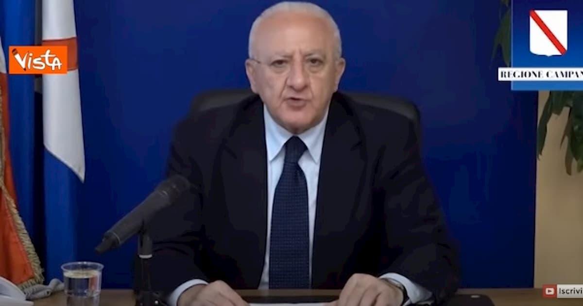"""De Luca: """"Dal 22 giugno stop obbligo di mascherina in strada in Campania"""""""