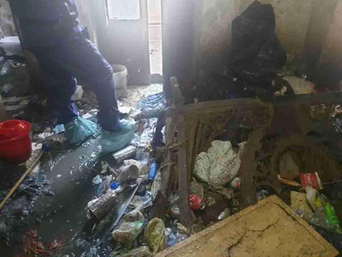 Ariano Irpino, 4 fratellini trovati in casa tra rifiuti ed escrementi