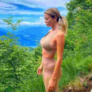 Diletta Leotta in montagna, il nude look fa impazzire i follower