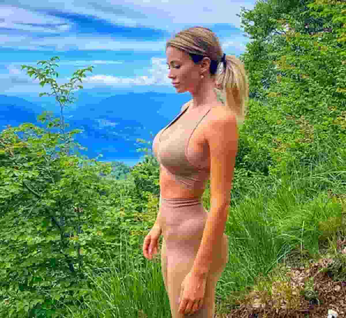 Diletta Leotta in montagna, il nude look fa impazzire i follower