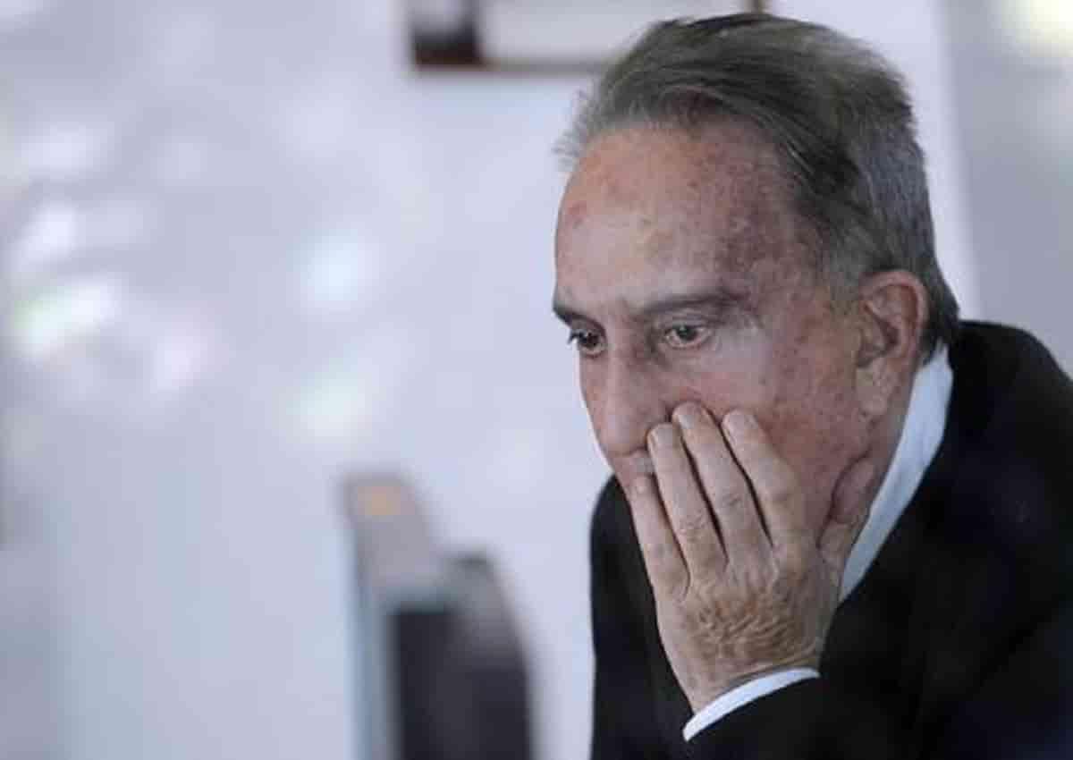 Emilio Fede (nella foto) aveva il permesso o è evaso? A casa scontava la pena