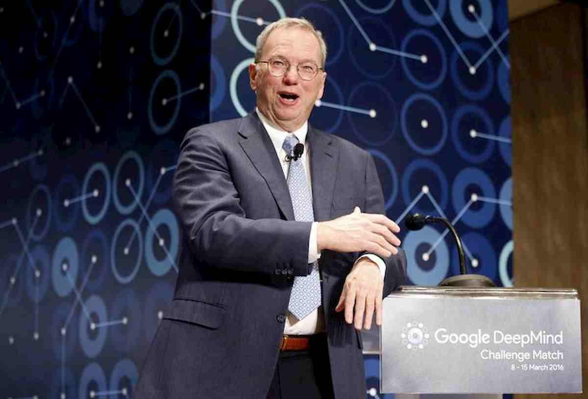 "Eric Schmidt (ex Ceo Google) accusa Huawei: ""Consegna i dati dei suoi router alla Cina"""