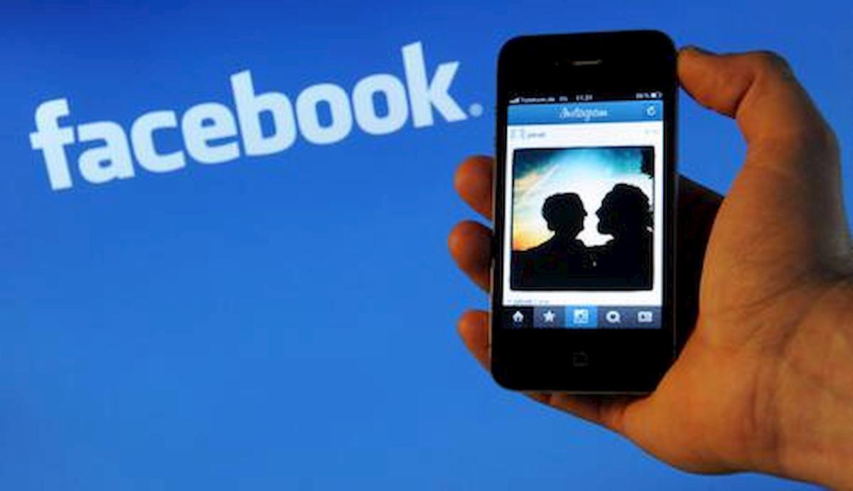 Facebook fa tabula rasa: la nuova funzione per ripulire la bacheca dai post del passato