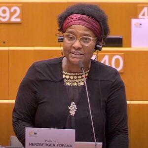Razzismo, eurodeputata aggredita dalla polizia a Bruxelles solo perché nera VIDEO