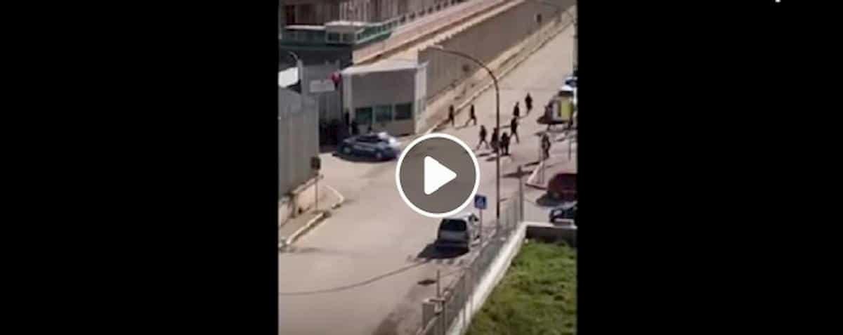 Foggia, arrestati 15 detenuti scappati il 9 marzo durante evasione di massa dal carcere