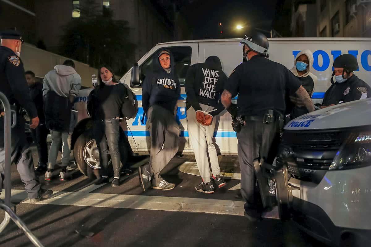Caso George Floyd, continuano le proteste: due persone uccise nei disordini a Chicago