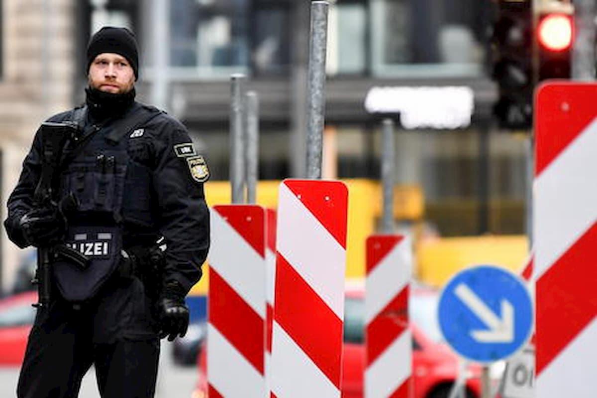 Germania, arrestato un giovane di estrema destra: su chat parlava di un attentato contro i musulmani