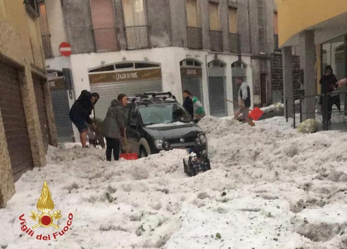 Forte grandinata in Lombardia, Nembro e Alzano allagate FOTO e video