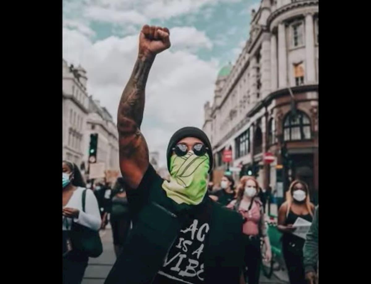 Alla manifestazione Black Lives Matter anche Lewis Hamilton