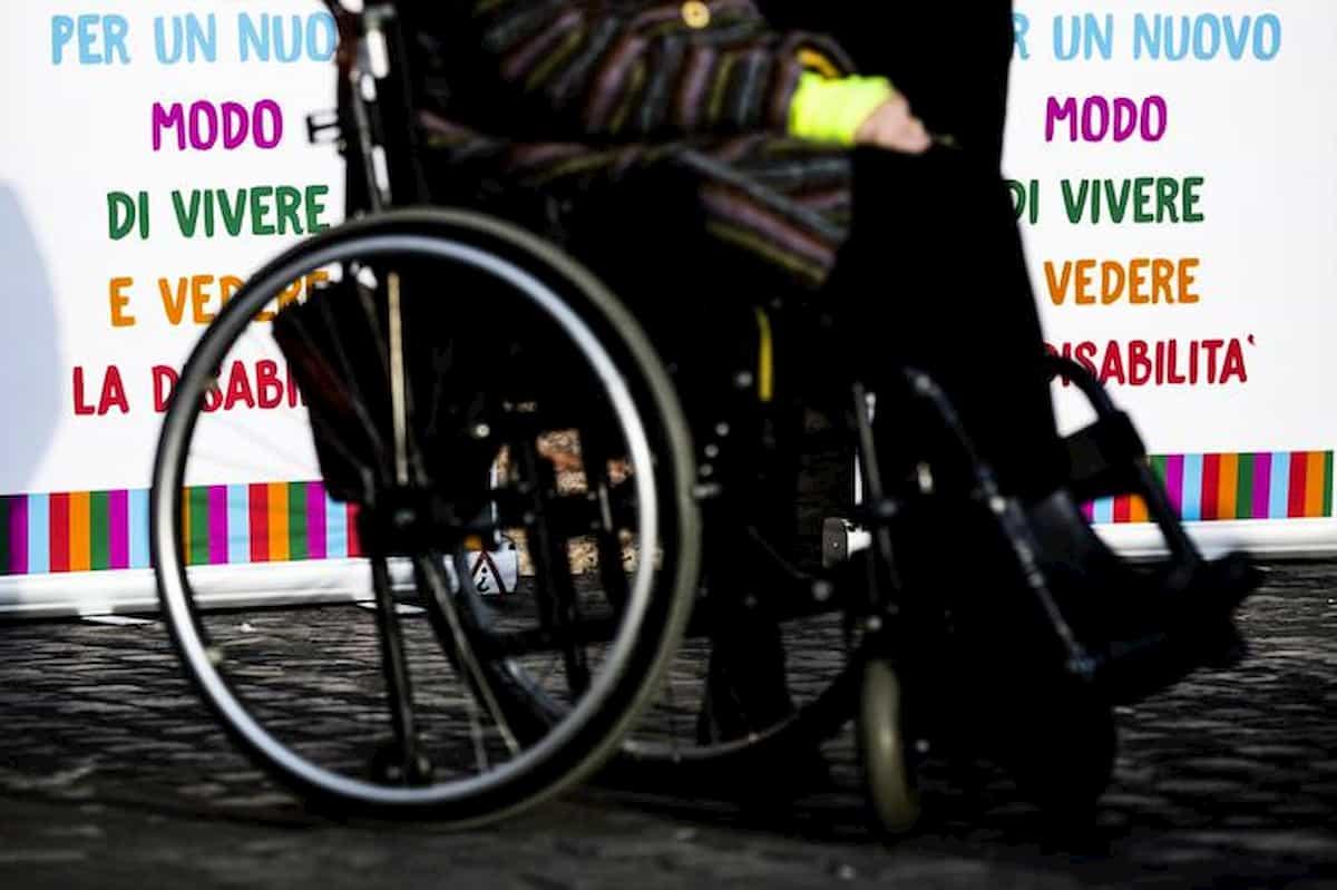 Pensione 286 euro disabili totali: anticostituzionale, giudice di Torino ricorre alla Consulta
