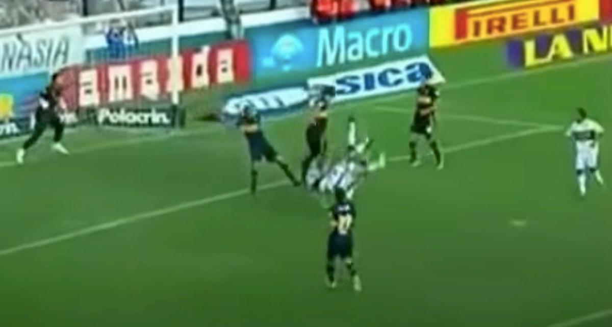 Gol con doppia rovesciata, il tiro combinato alla Holly e Benji è realtà VIDEO