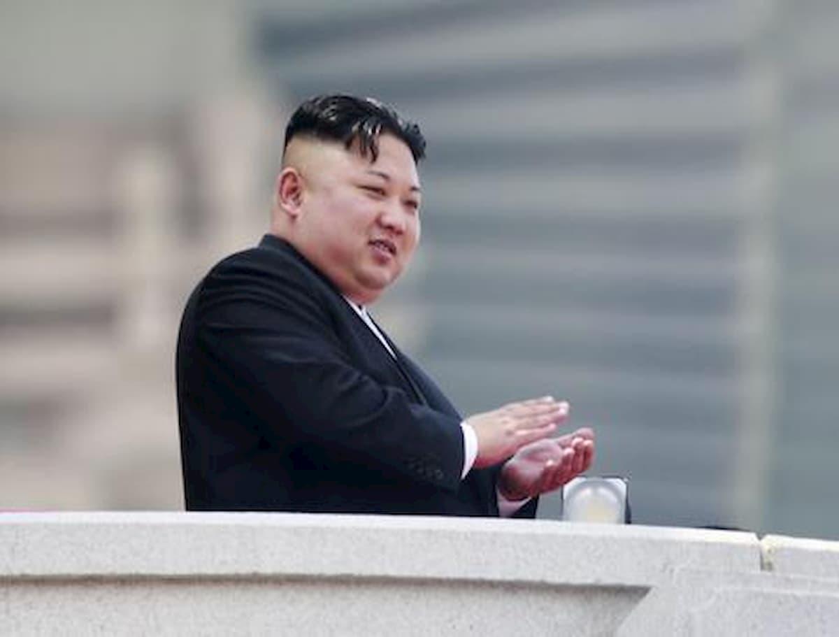 Corea del Nord, Kim Jong-un mette al bando i rapporti se**uali tra adolescenti