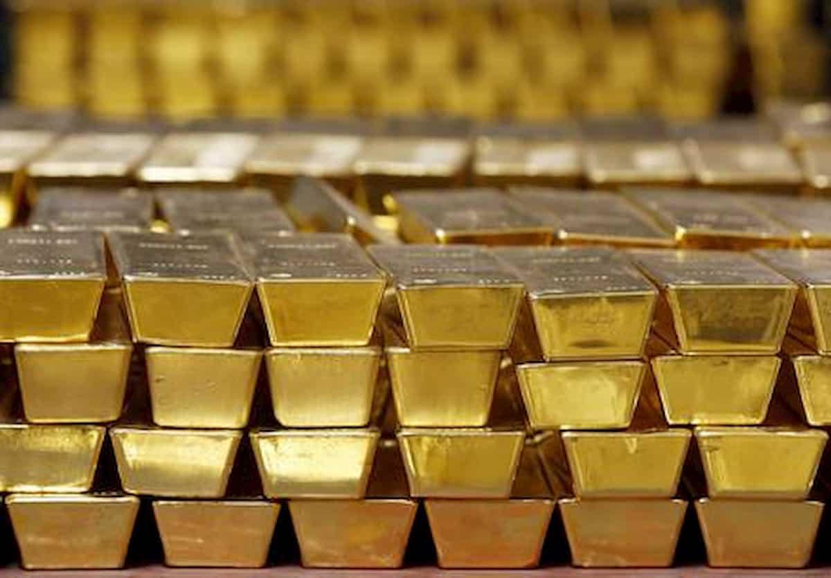 Svizzera, valigia con lingotti d'oro dimenticata su un treno. Ma nessuno la reclama