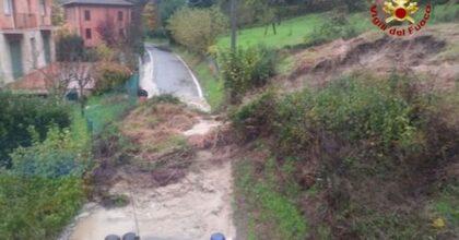 Maltempo, violenti temporali in Emilia e Toscana: allagamenti e frane, strade come torrenti