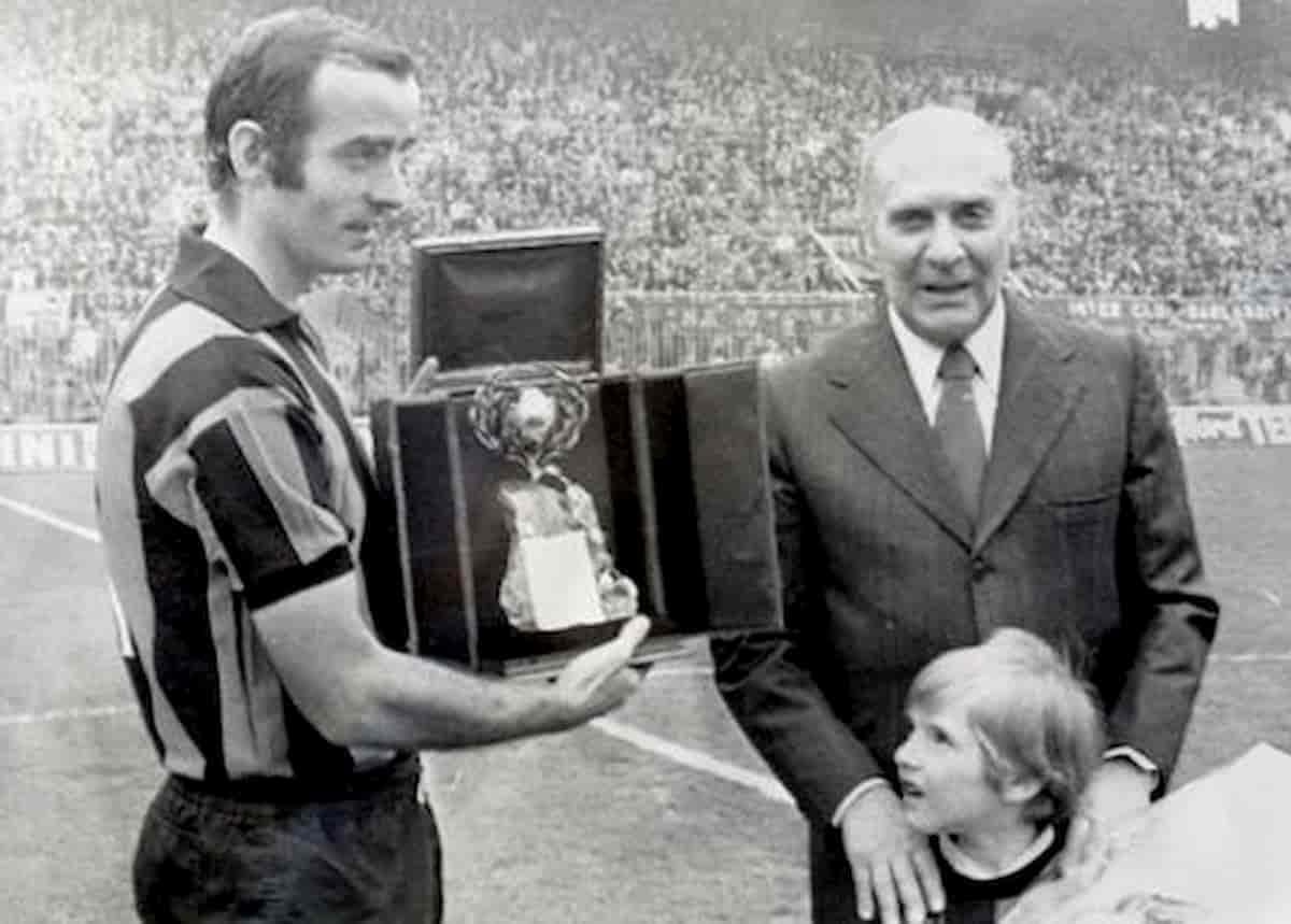Mario Corso con la maglia dell'Inter negli anni sessanta