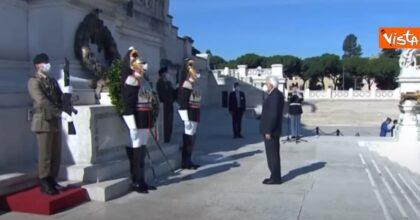 """2 giugno, Mattarella all'Altare della Patria: """"Crisi eccezionale, servono unità e coesione"""""""