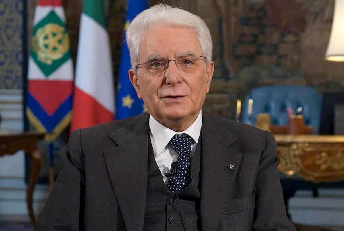 Italia in ebollizione, nessuno ascolta Mattarella, Conte vola ma scivola in Senato, Napoli esulta