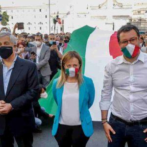Giuseppe Conte l'antidolorifico che non cura, Meloni e Salvini il placebo. Per un paese allucinato