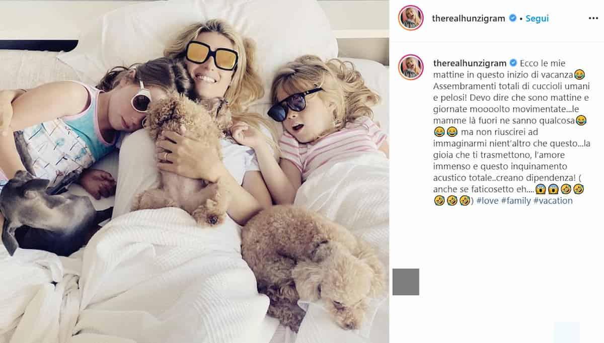 Michelle Hunziker criticata per la foto a letto con i cani e le figlie