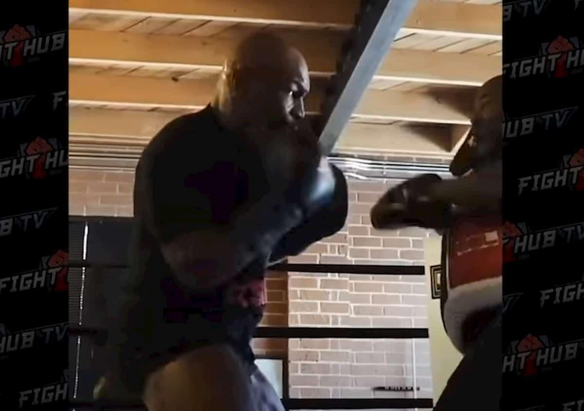 Mike Tyson, il video dell'allenamento è impressionante