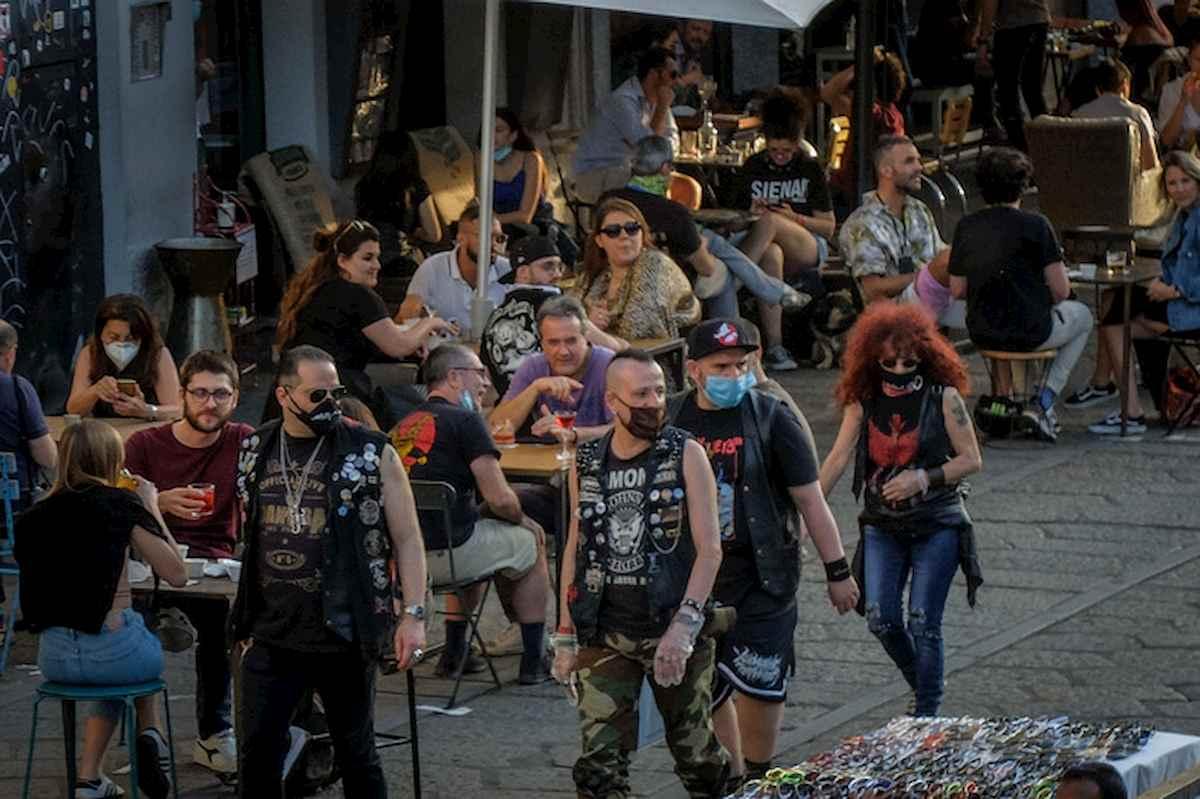 Milano, revocato divieto di asporto alcolici dalle 19