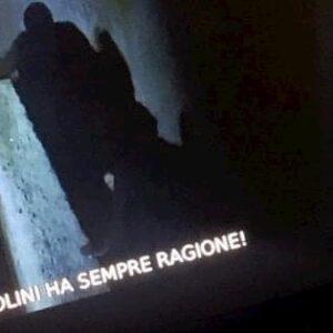 """Tv2000, """"Mussolini ha sempre ragione"""": la strana scritta in sovraimpressione. Hacker?"""
