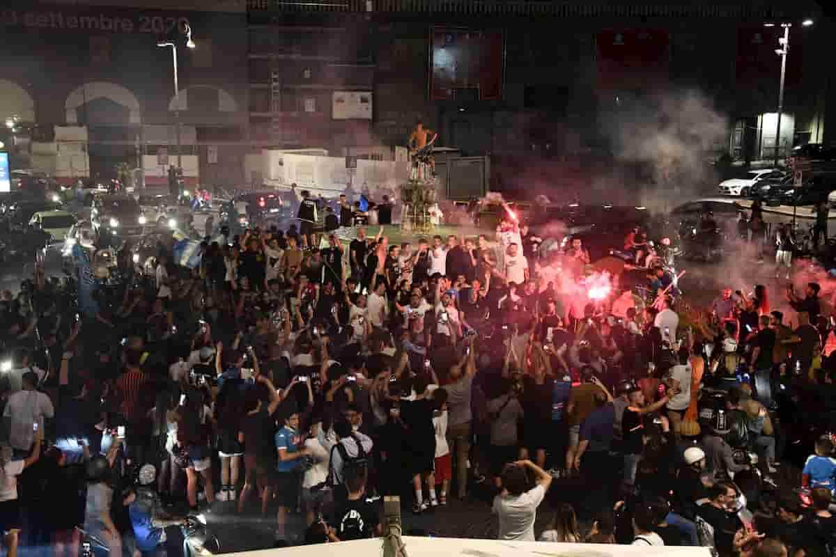 Napoli, danneggiata la recinzione della Fontana del Carciofo durante la festa dei tifosi per la Coppa Italia
