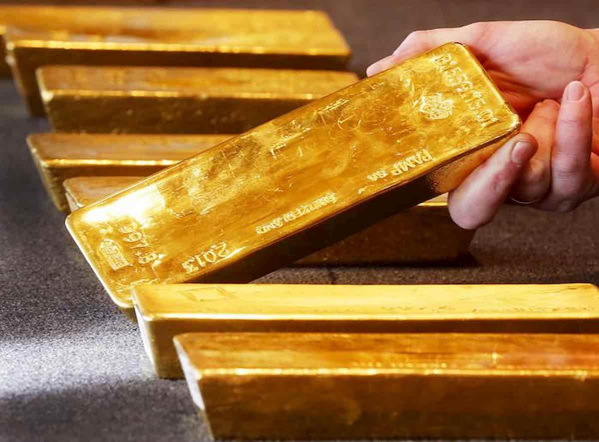 Una valigetta piena di oro dimenticata sul treno in Svizzera. 170mila euro, di chi era?