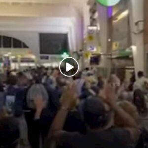 parigi, polizia con le mani alzate alla Defense