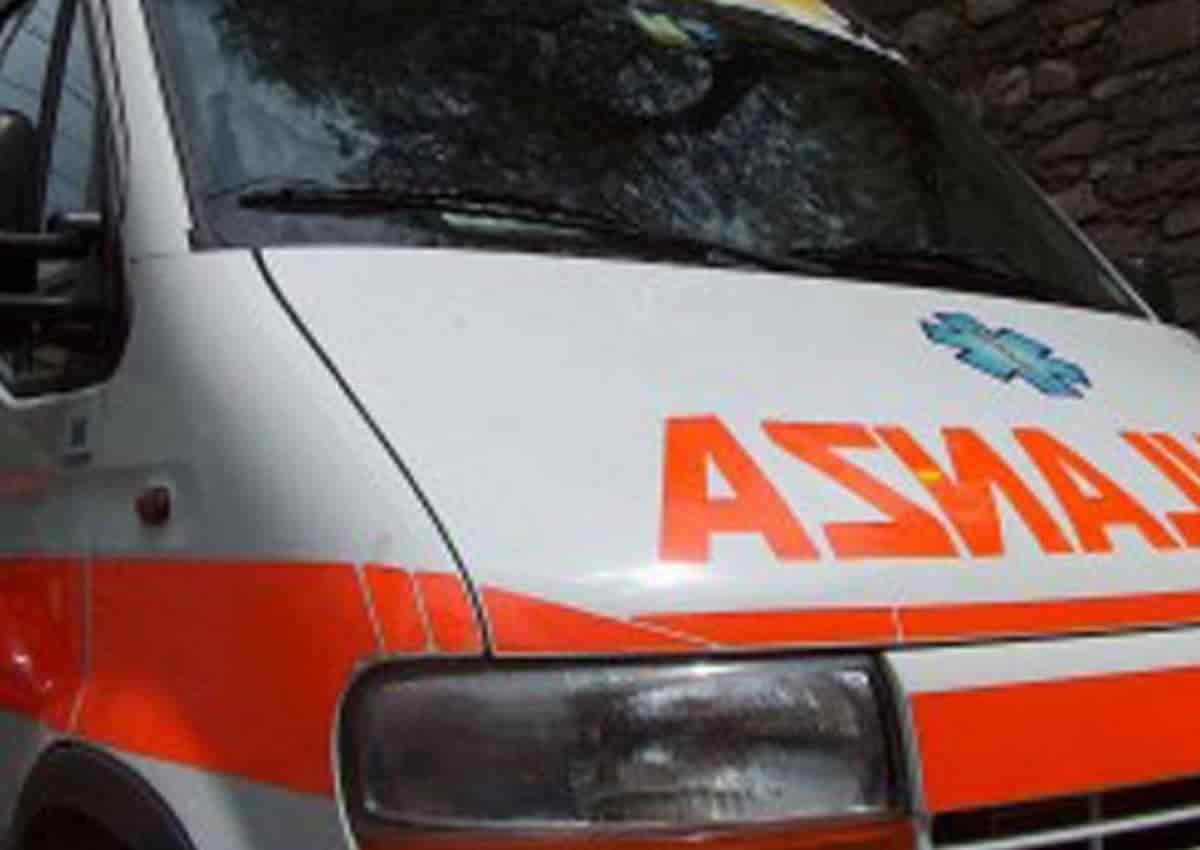 Pavia, nella foto Ansa un'ambulanza