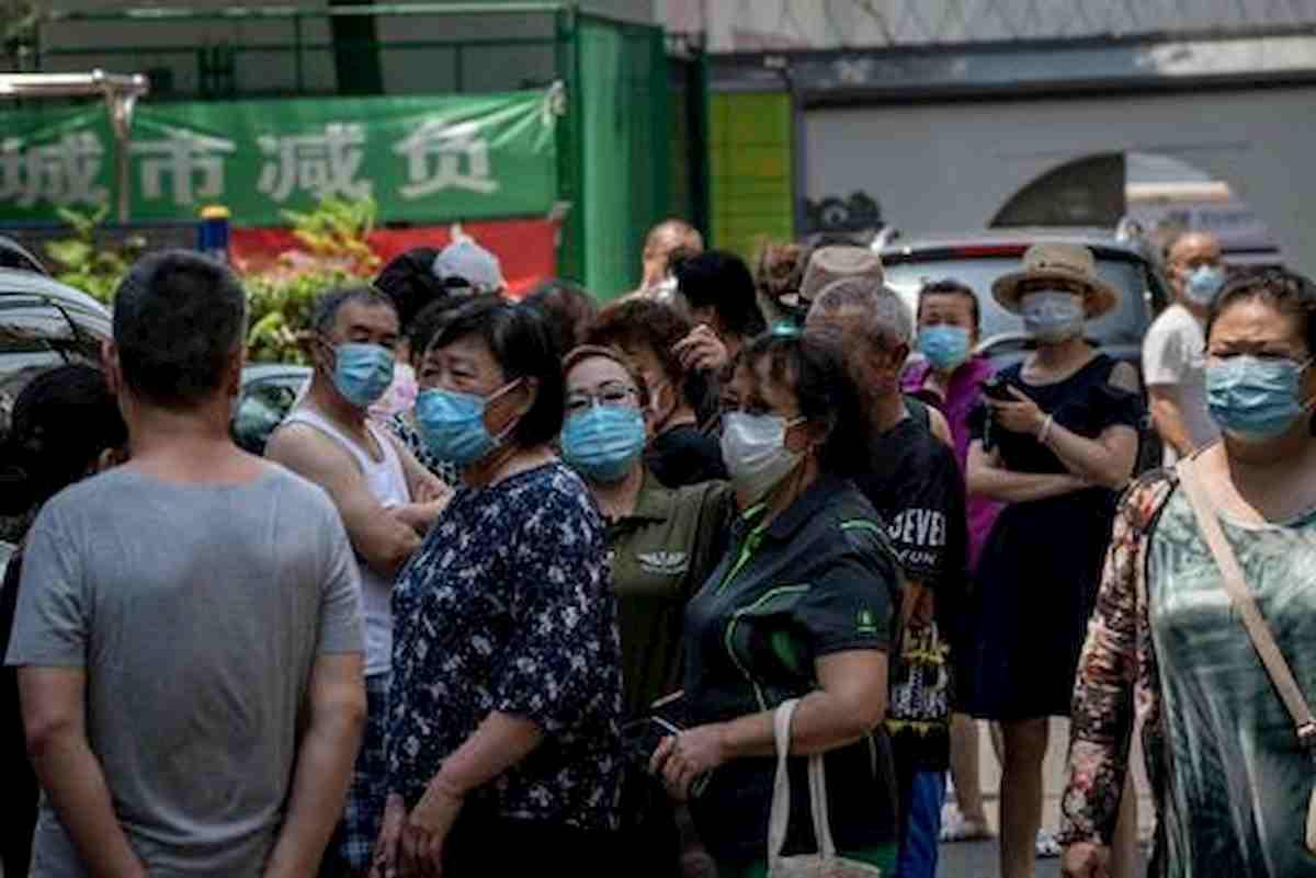 Coronavirus Pechino, dati telefonici e riconoscimento facciale per individuare chi è stato al mercato Xinfadi