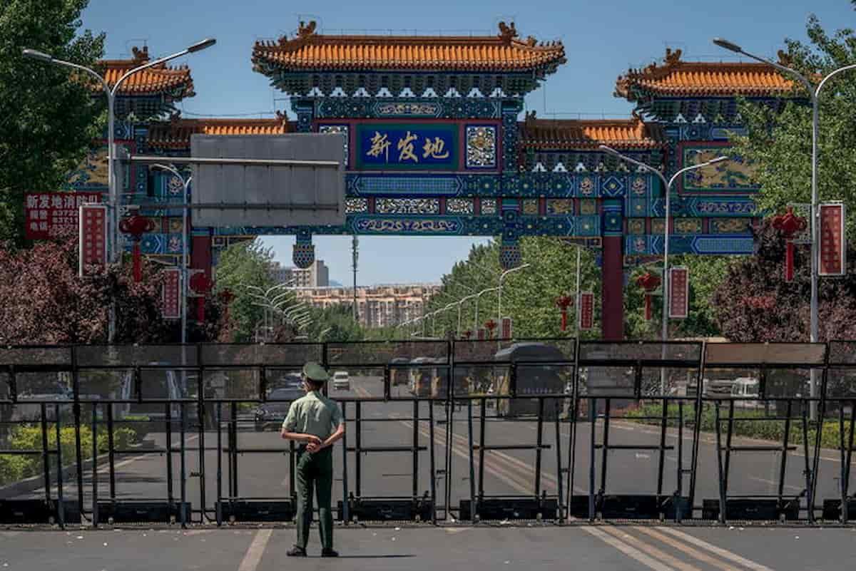 Pechino trema: 100 contagi al mercato di Xinfadi. Scuole chiuse, voli cancellati