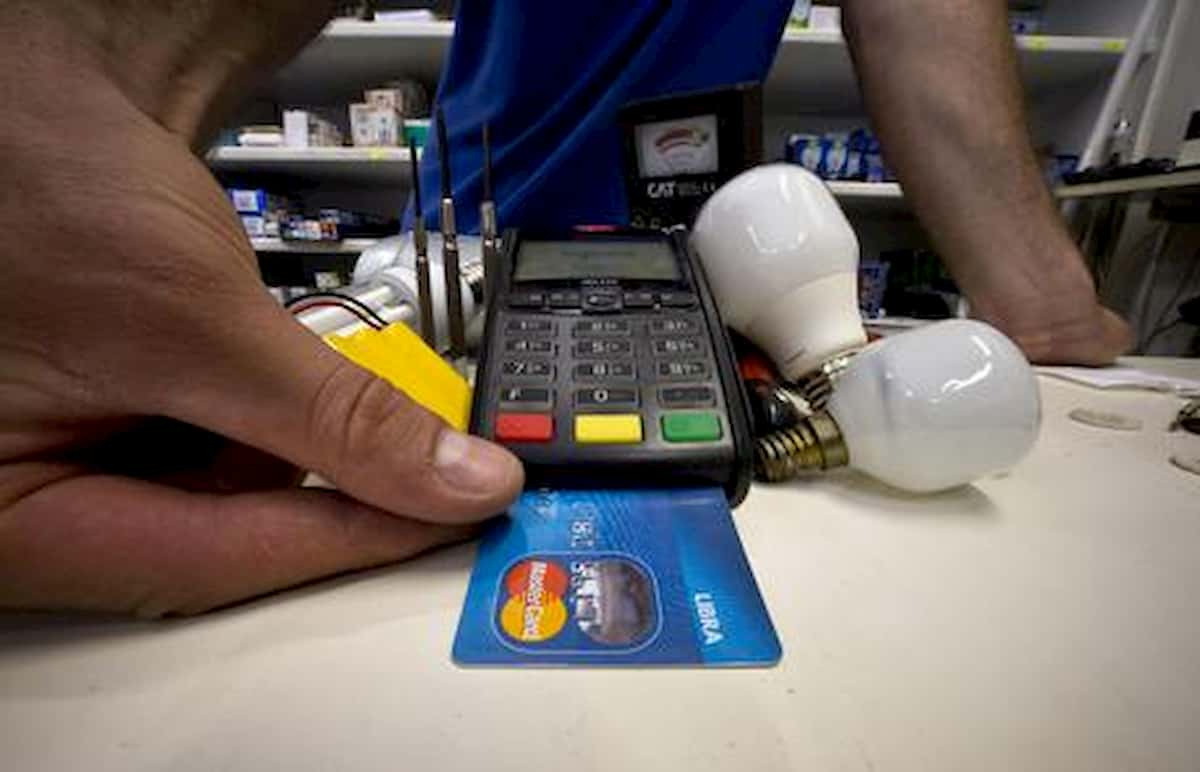 Contactless per cashback non vale: App Io non registra i pagamenti se non è bancomat tradizionale