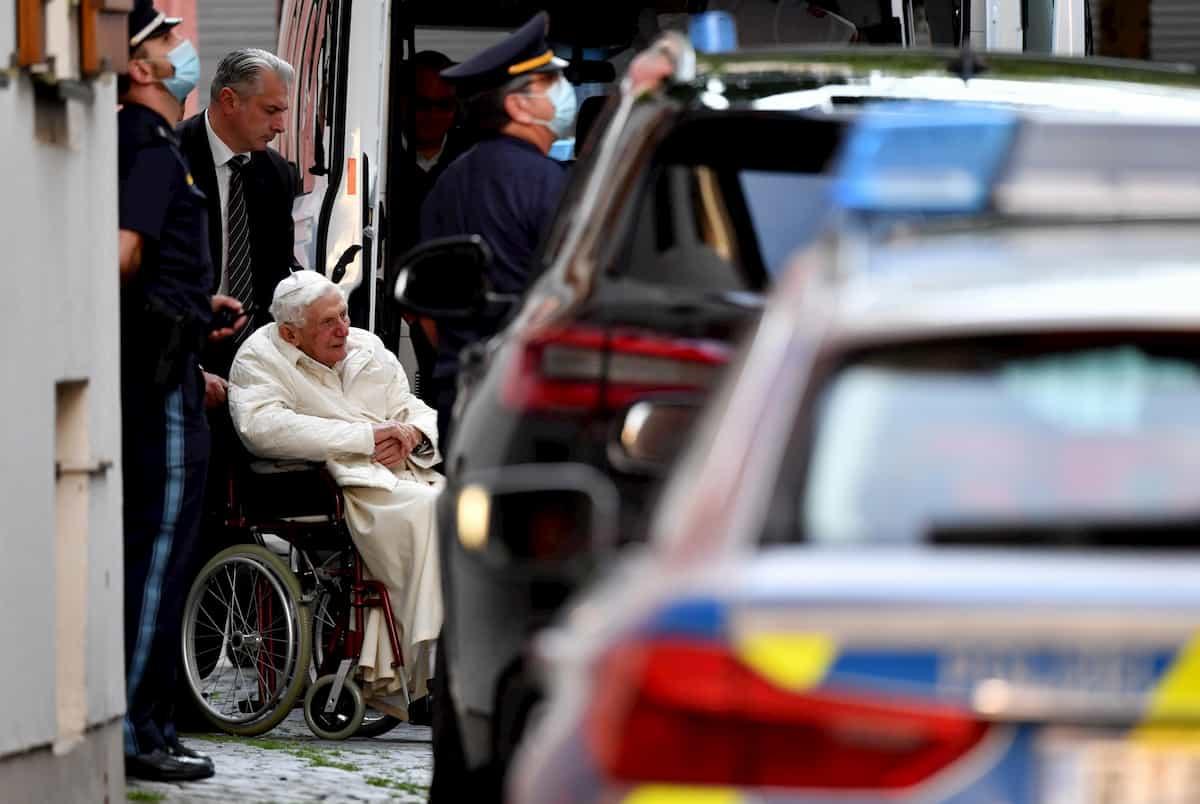 Ratzinger vola in Germania dal fratello morente. Joseph e Georg ordinati sacerdoti insieme 69 anni fa